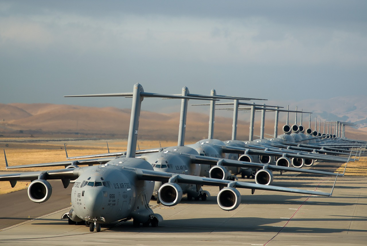 military-jets-753361_1280